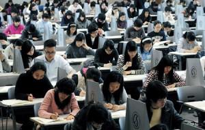 Kỳ thi đầu vào đại học ở Hàn Quốc được xem như là quyết định sự thành công trong tương lai cũng như triển vọng hôn nhân của các em học sinh THPT. Hoặc cũng là sự thất bại của cuộc đời